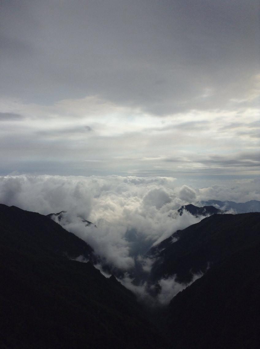 梵净山: 坎坎坷坷路 重重叠叠山
