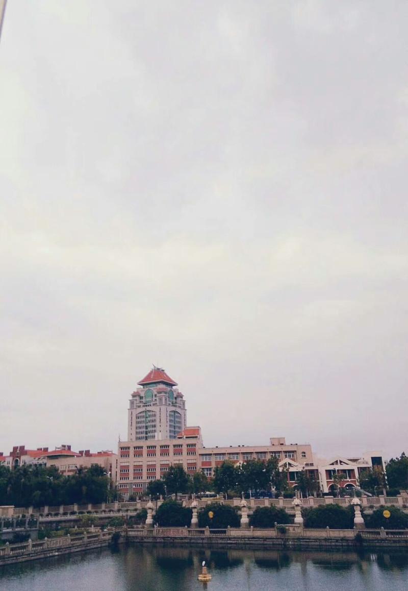 從普陀寺眺望廈大紅房子