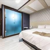 新村拉蒙酒店