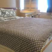 Smart Comfy 2 Bedroom at Apa...
